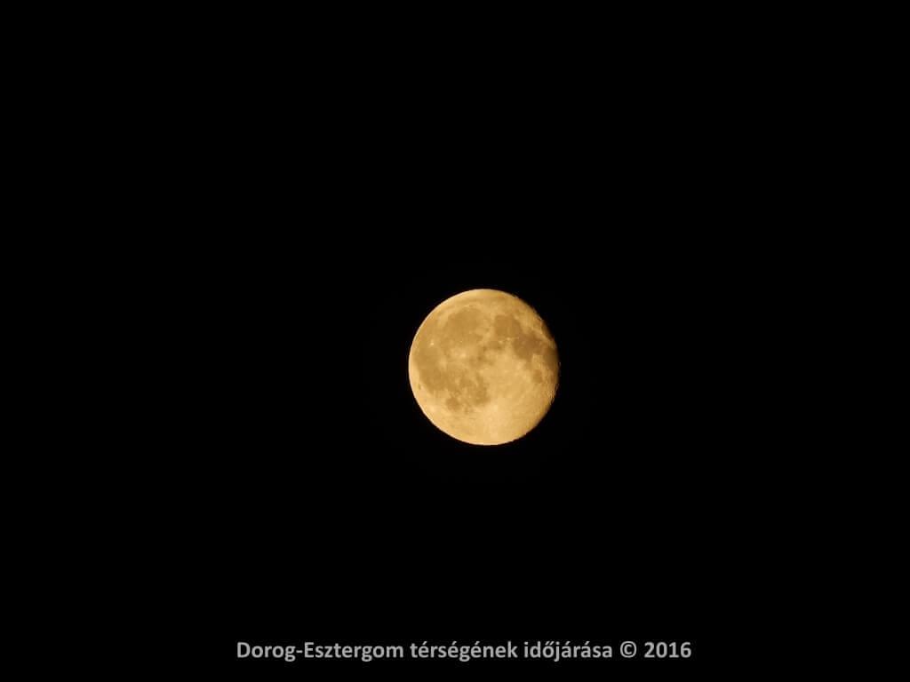 Fogyó Hold Dorogon 2016.07.21-én, este 9 óra tájékán