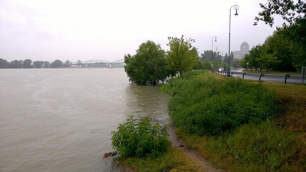 Megáradt Duna Esztergomnál