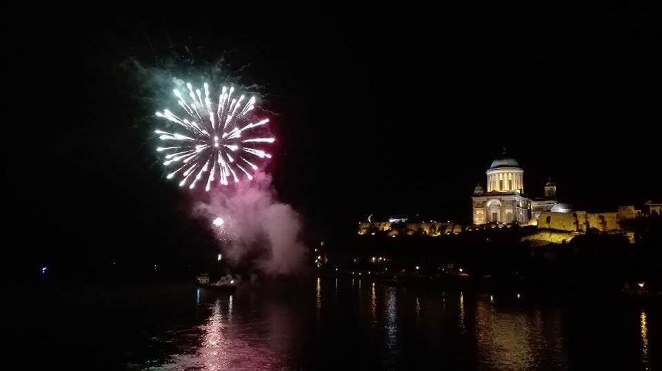 Egy olvasónk által beküldött kép a 2016. augusztus 19-i esztergomi tűzijátékról