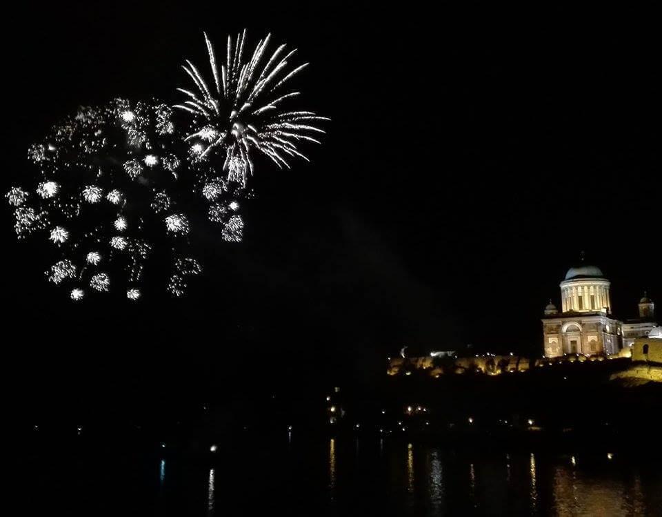 Egyik olvasónk által beküldött kép a 2016. augusztus 19-i esztergomi tűzijátékról