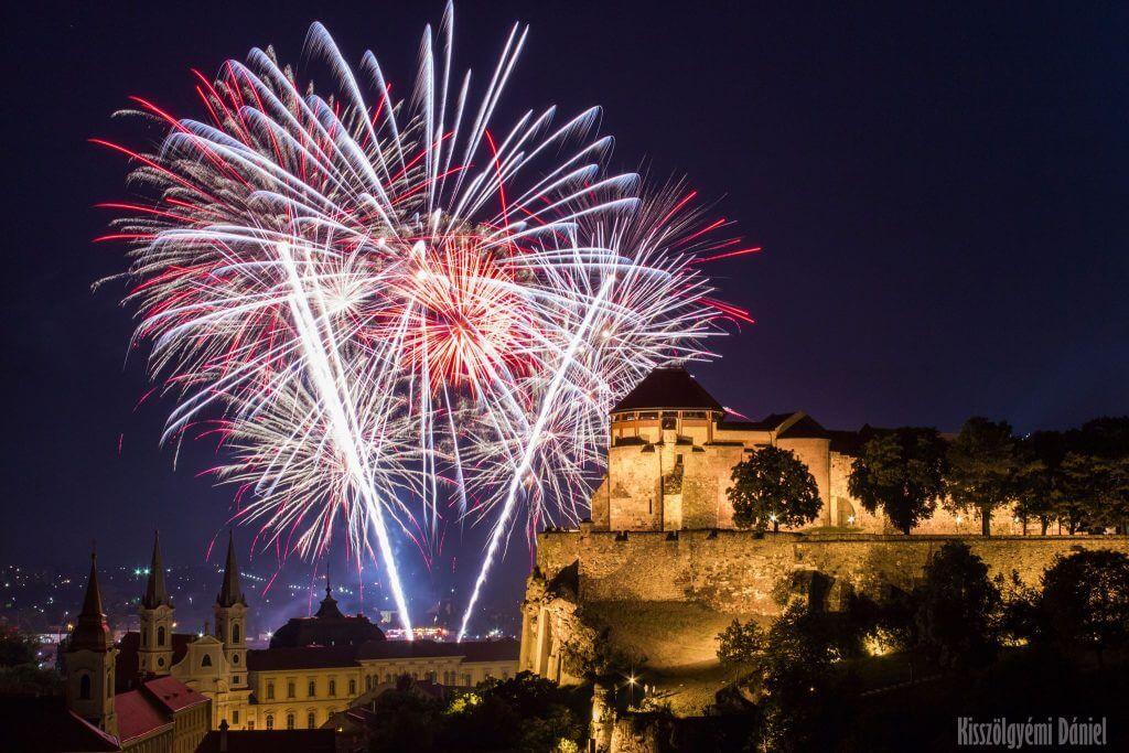 Kisszölgyémi Dániel fotója az esztergomi tűzijátékról a Szent Tamás-hegyről