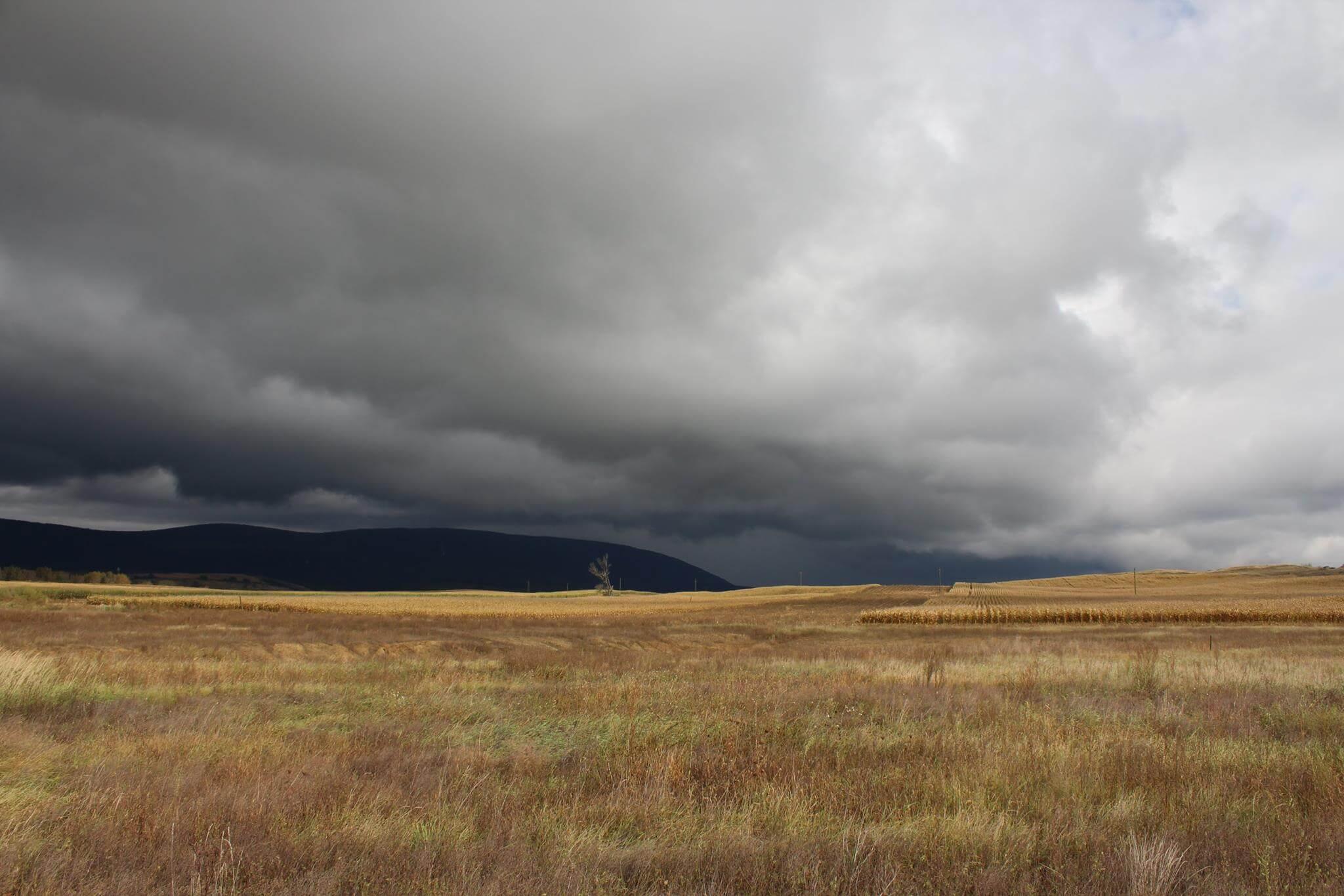Sötét felhők a Pilis irányában
