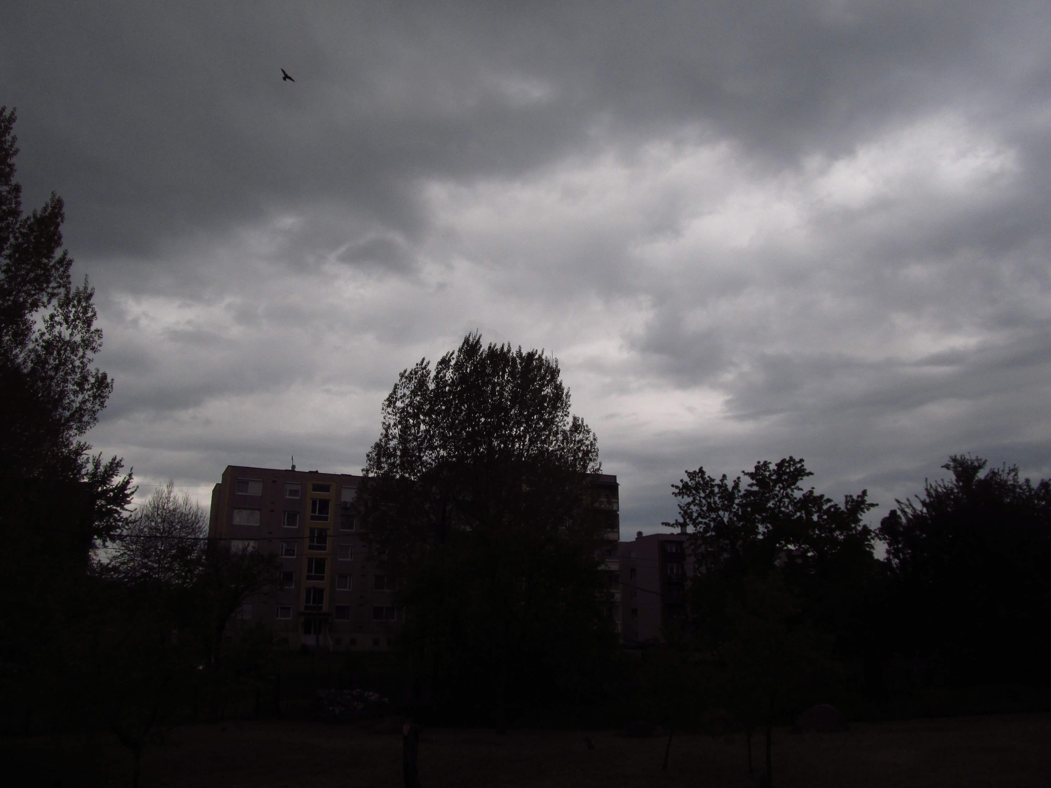 Sötét felhők Dorogon
