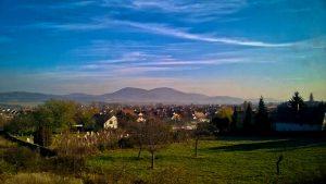 Novemberi tájkép, a háttérben a Nagy-Kevély hegy
