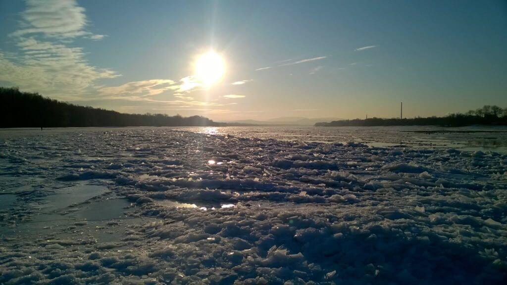 Jégzajlás a Dunán Esztergomnál