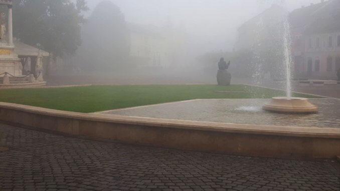 Köd a Széchenyi téren Esztergomban