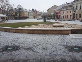 Fehéredik az esztergomi Széchenyi tér