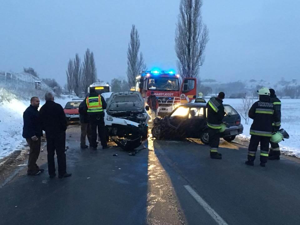 Reggel baleset történt Leányváron