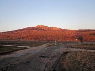 Az epöli Kőszikla egy februári naplementében.